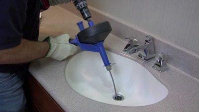 débouchage lavabo avec furet électrique