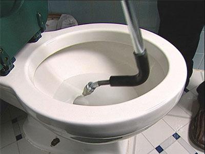 debouchage haute pression pour déboucher canalisation WC