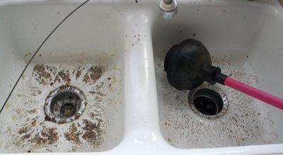 Débouchage douche avec une ventouse