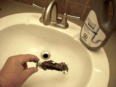 Débouchage lavabo avec un produit
