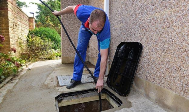 Gadgets utilisés pour débloquer une canalisation d'eaux pluviales, Débouchage House
