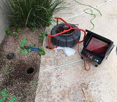contrôle des travaux avec une caméra d'inspection vidéo
