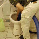 déboucheur qui débouche un wc toilette